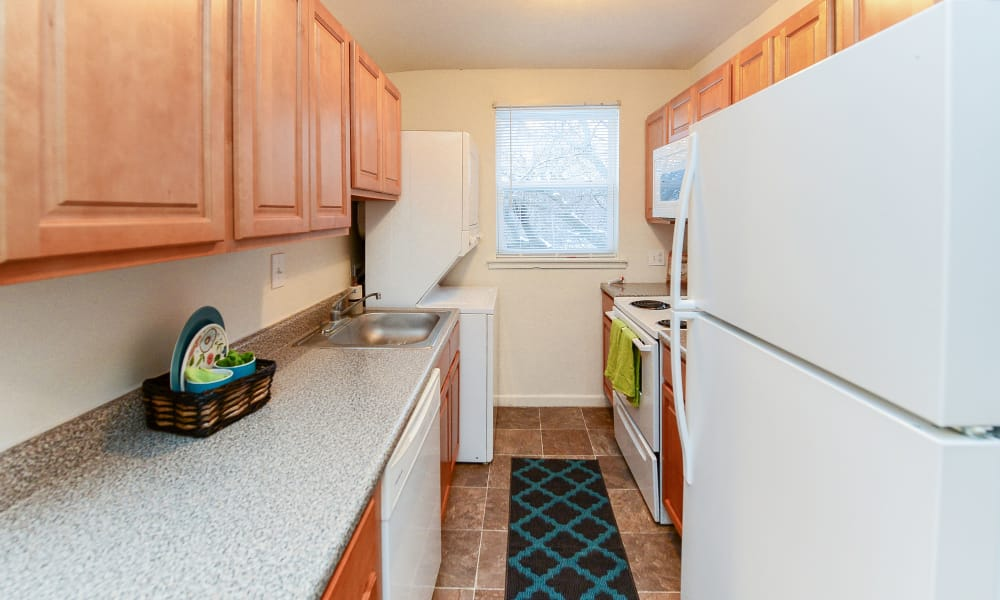 Woodcrest Apartment Homes offers a kitchen in Dover, Delaware