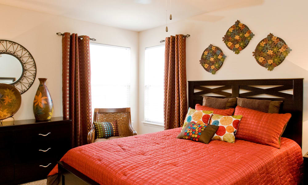 A large apartment bedroom at The Park on Westpointe in Yukon, Oklahoma