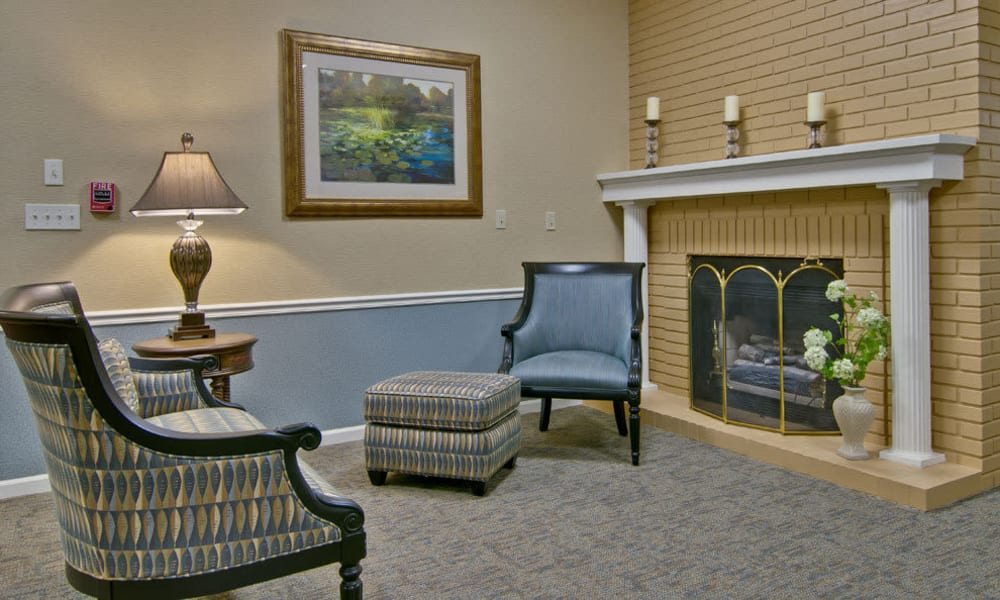 Reading room at The Arbors at Parkside in Rolla, Missouri