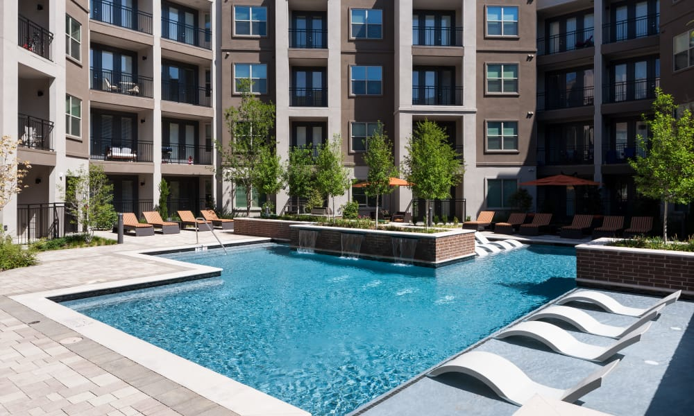 Resort style pool at Berkshire Amber in Dallas, Texas