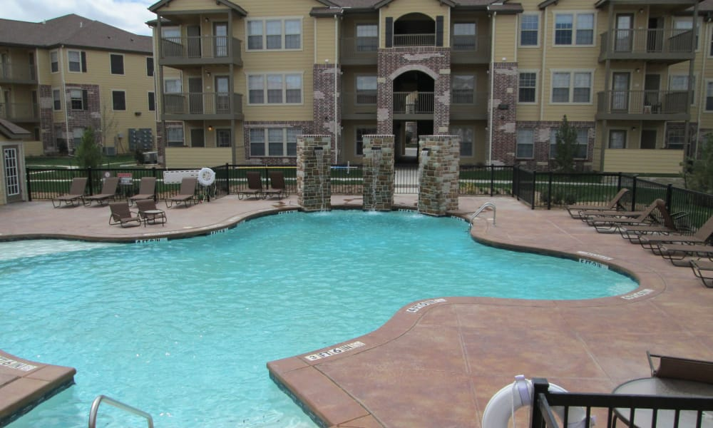 The pool at Park at Coulter in Amarillo, Texas