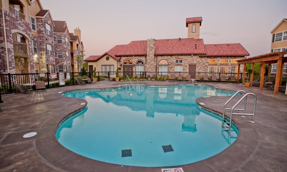 The pool at Park at Mission Hills in Broken Arrow, Oklahoma
