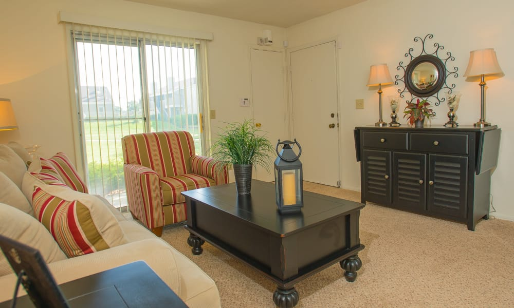 A well decorated living room at Riverpark Apartments in Tulsa, Oklahoma