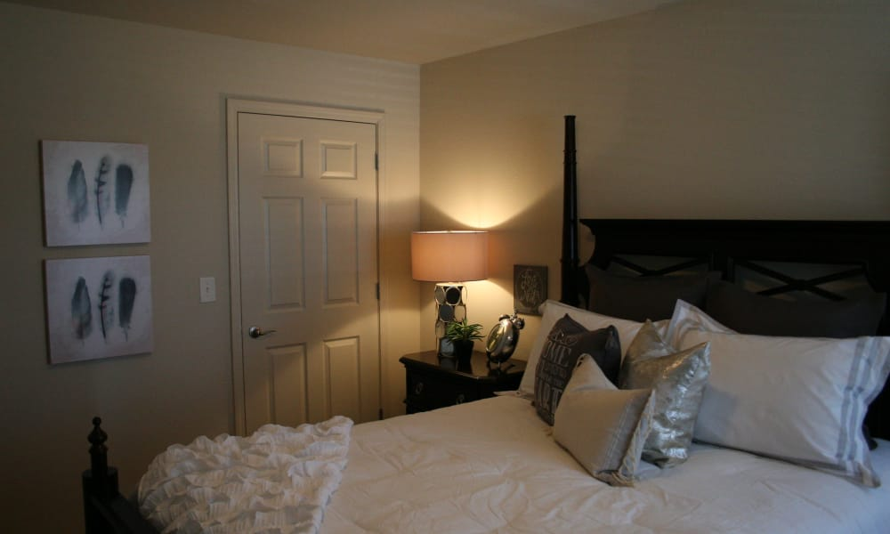 Queen bed at Remington Apartments in Amarillo, Texas
