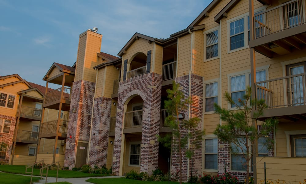A row of apartments at Cascata Apartments in Tulsa, Oklahoma