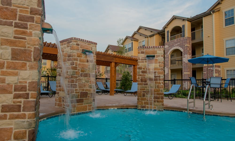 A luxury style pool at Cascata Apartments in Tulsa, Oklahoma