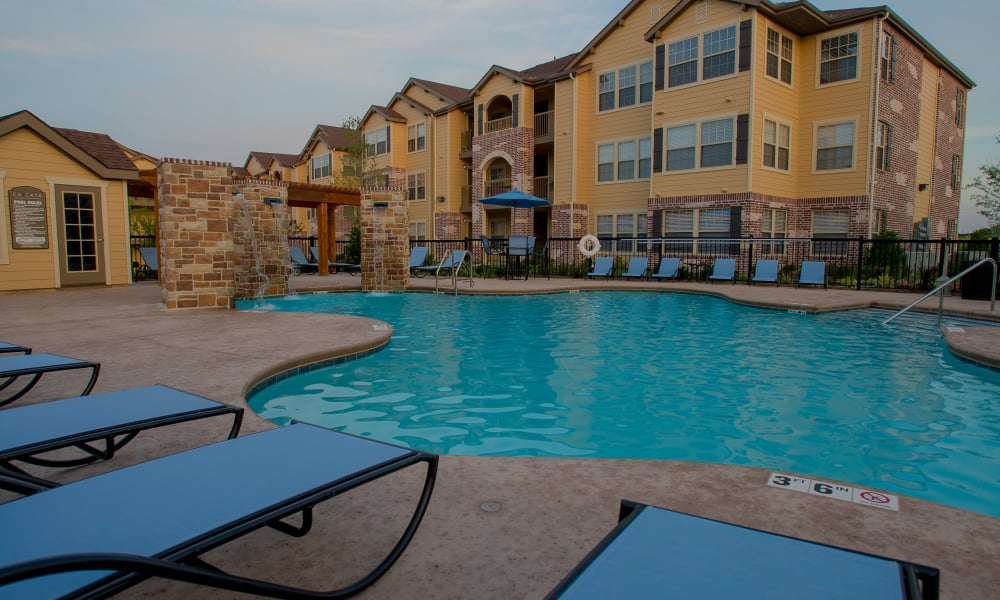 Poolside seating at Cascata Apartments in Tulsa, Oklahoma