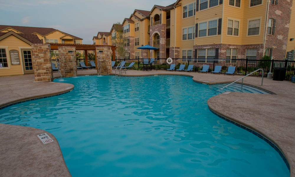 Resort style pool at Cascata Apartments in Tulsa, Oklahoma