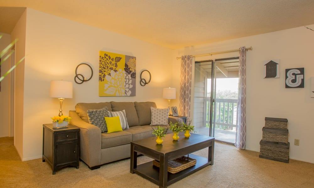 Living room at Cedar Glade Apartments in Tulsa, Oklahoma
