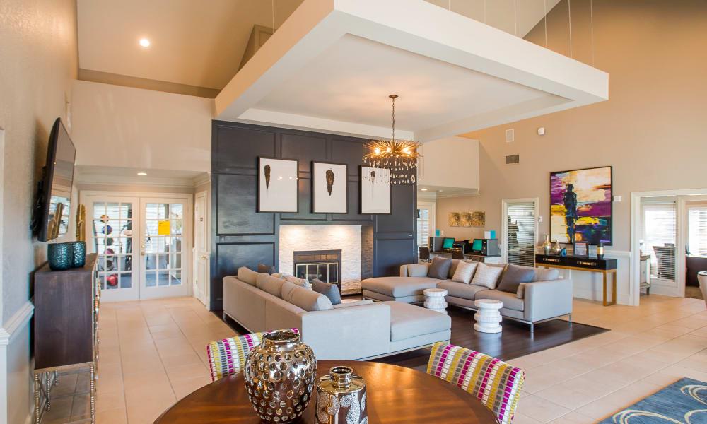 A large lobby area at Cedar Glade Apartments in Tulsa, OK