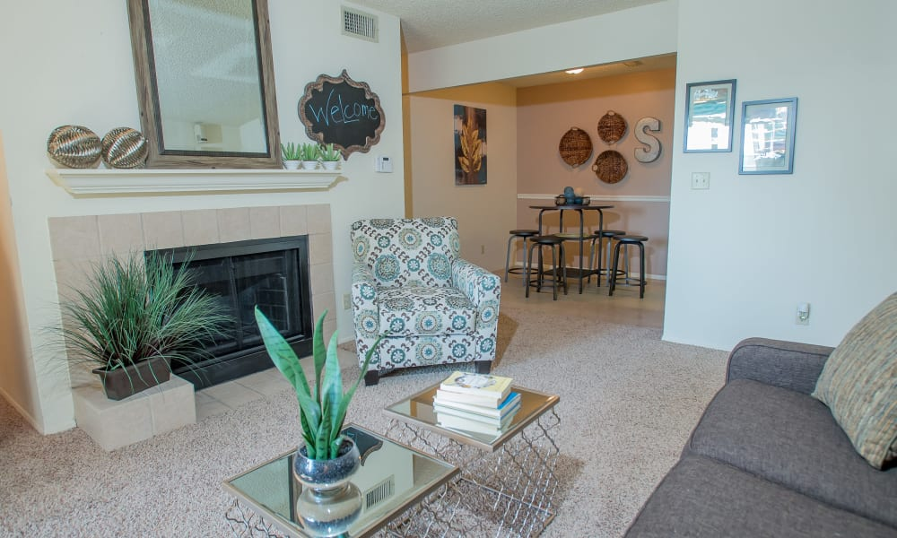 Living room plush carpet at Sugarberry Apartments in Tulsa, Oklahoma