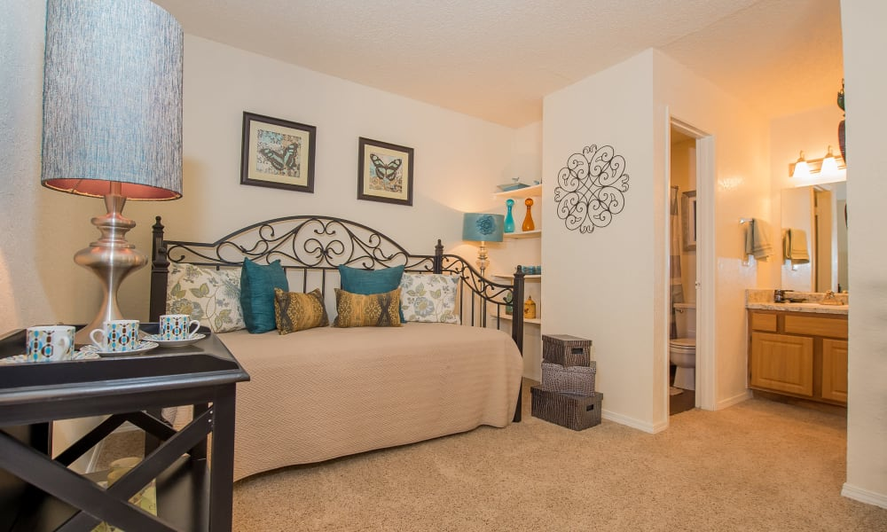 An apartment bedroom at Country Hollow in Tulsa, OK