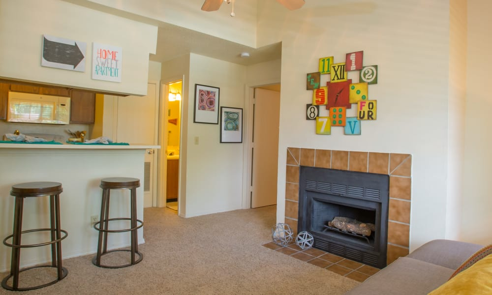 An apartment living room and kitchen at Chardonnay in Tulsa, OK