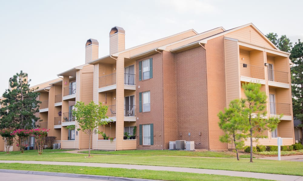 Exterior of Windsail Apartments in Tulsa, Oklahoma