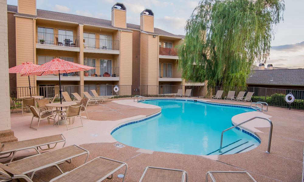 Swimming pool and lounge area at Windsail Apartments in Tulsa, Oklahoma
