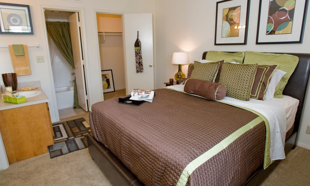 A large bed in an apartment at Boulder Ridge in Tulsa, OK