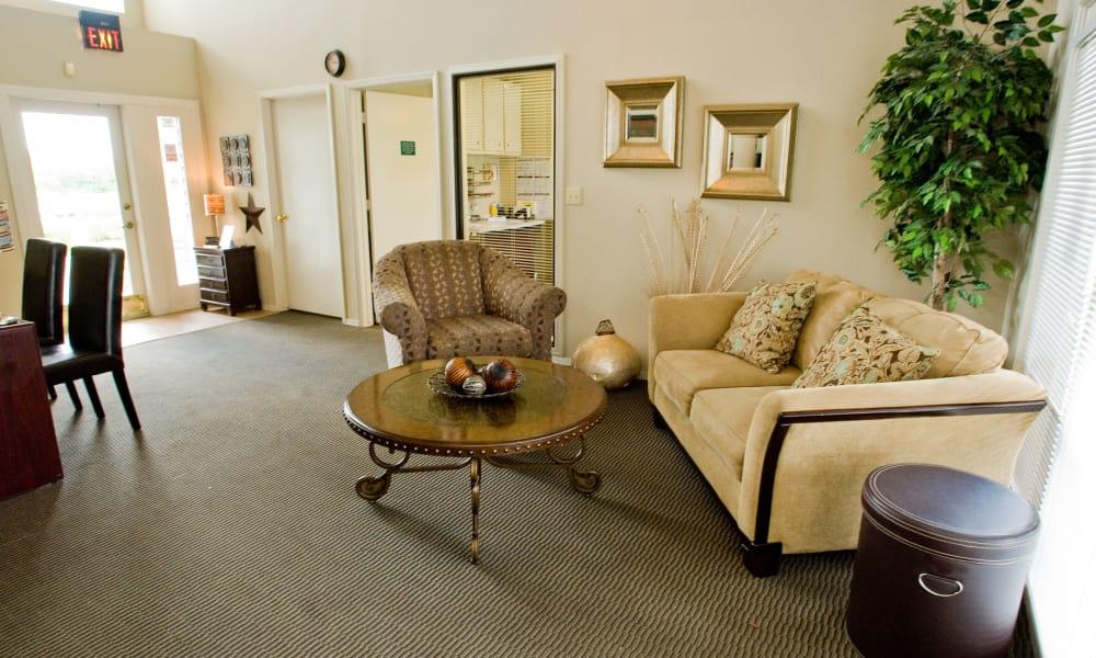 A lounge area at Boulder Ridge in Tulsa, OK