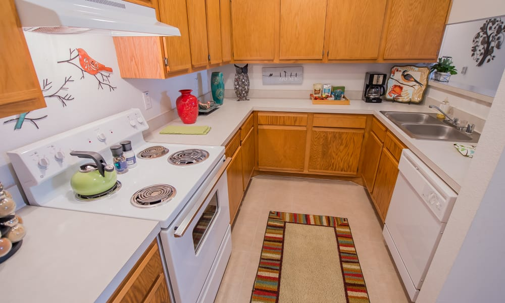 Fully equipped kitchen at The Pointe of Ridgeland in Ridgeland, Mississippi