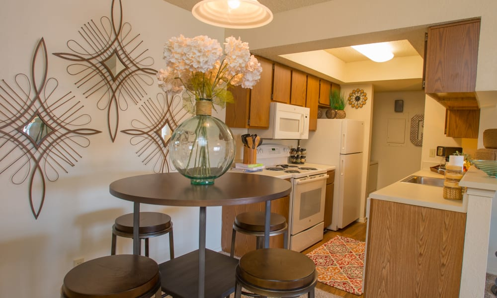 An apartment dining room and kitchen at Chardonnay in Tulsa, OK