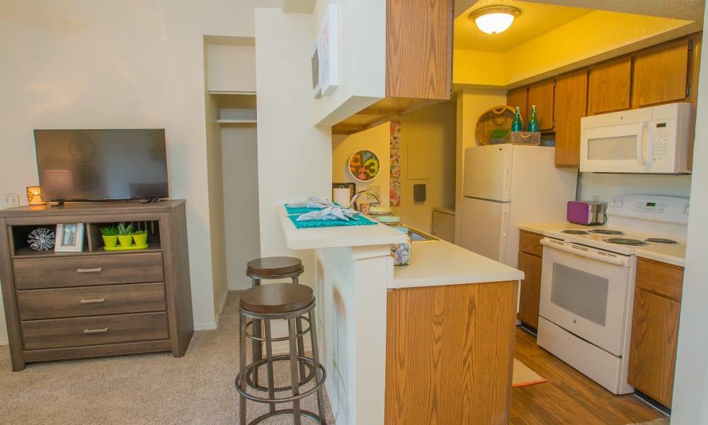 An apartment kitchen at Chardonnay in Tulsa, OK