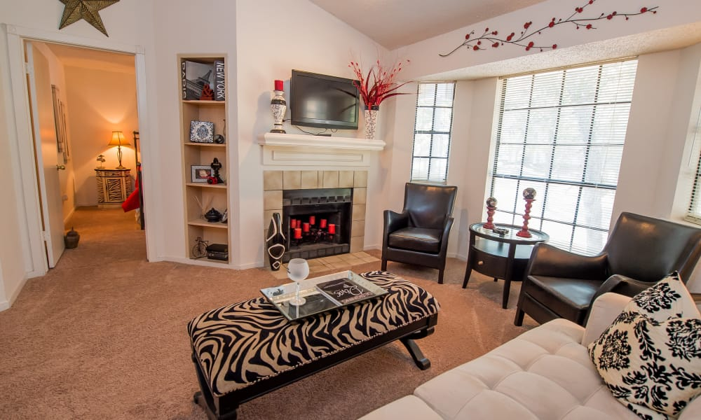 A large apartment living room at The Trace of Ridgeland in Ridgeland, MS