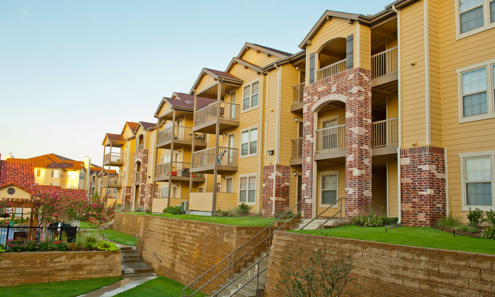 Exterior of Tuscany Hills at Nickel Creek's buildings in Tulsa, Oklahoma