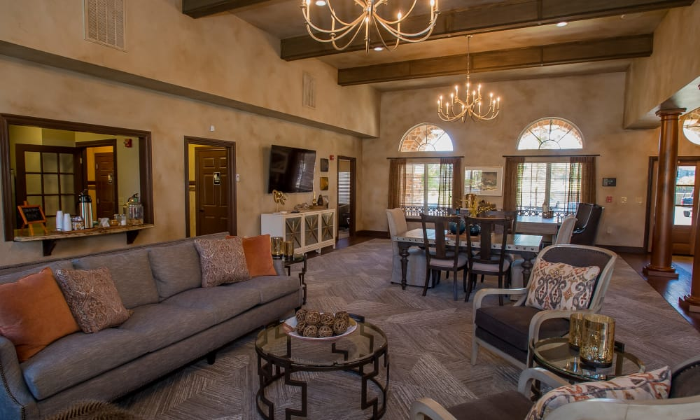 Comfortable seating at Tuscany Hills at Nickel Creek's clubhouse in Tulsa, Oklahoma