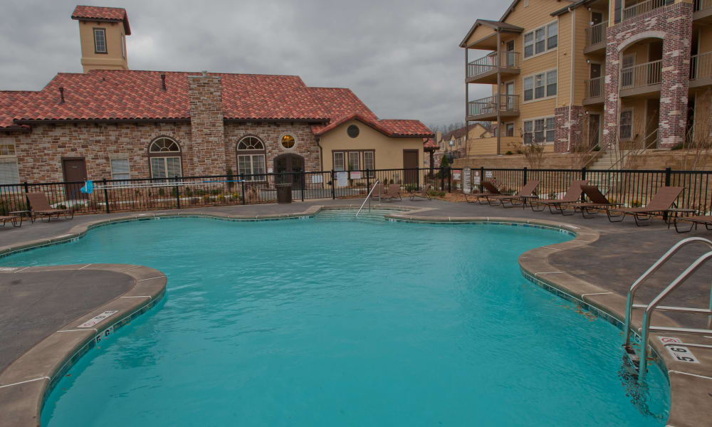 Sparkling swimming pool at Tuscany Hills at Nickel Creek in Tulsa, Oklahoma
