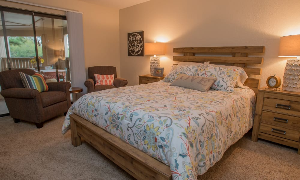 A well decorated bedroom at Woodscape Apartments in Oklahoma City, Oklahoma