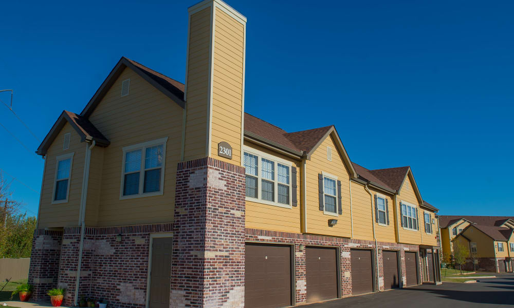 Beautiful exterior of Mission Point Apartments in Moore, Oklahoma