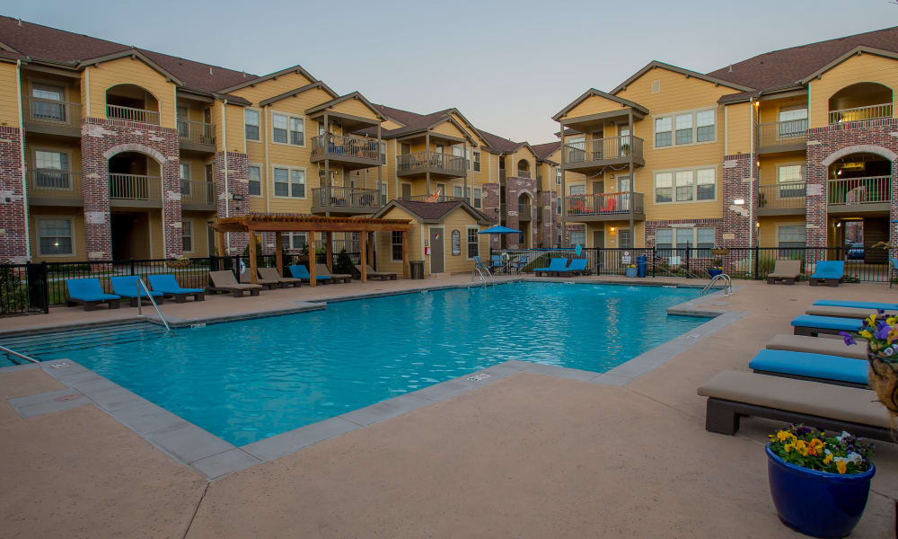 Mission Point Apartments offers a beautiful swimming pool in Moore, Oklahoma