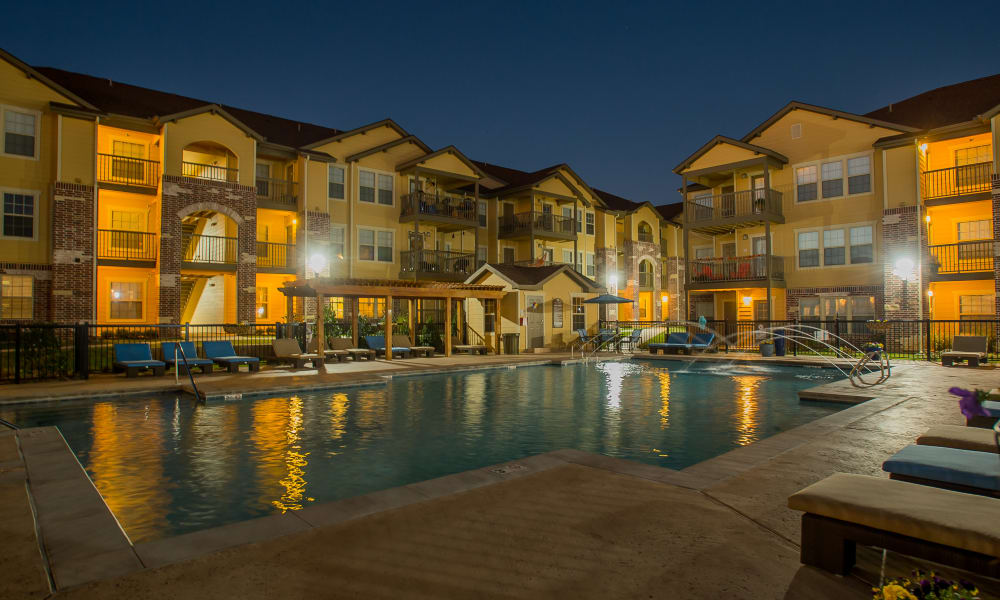 Nighttime view of Mission Point Apartments' pool in Moore, Oklahoma