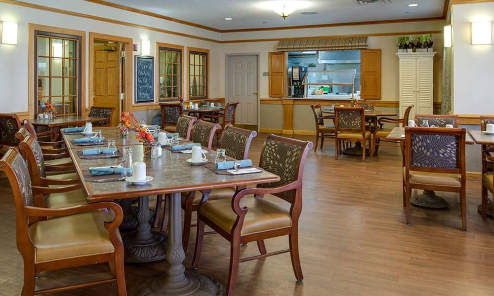 Casual dining space with hardwood flooring at Waldron Place Senior Living in Hutchinson, Kansas