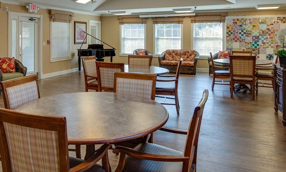 Dining area at the center of Parkwood Meadows Senior Living in Sainte Genevieve, Missouri