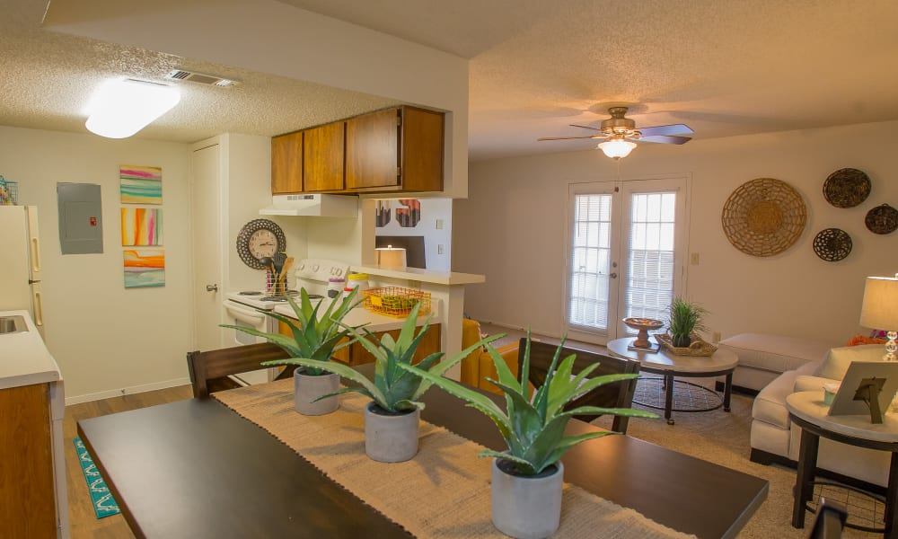 An apartment dining room at Cimarron Trails Apartments in Norman, OK