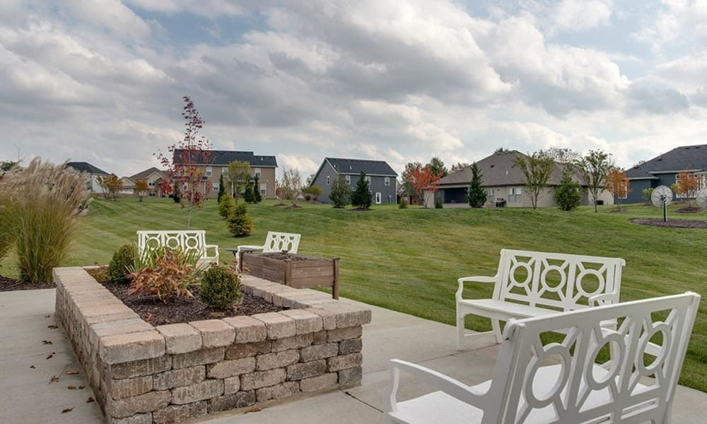 Outdoor seating at Mill Creek Village Senior Living in Columbia, Missouri