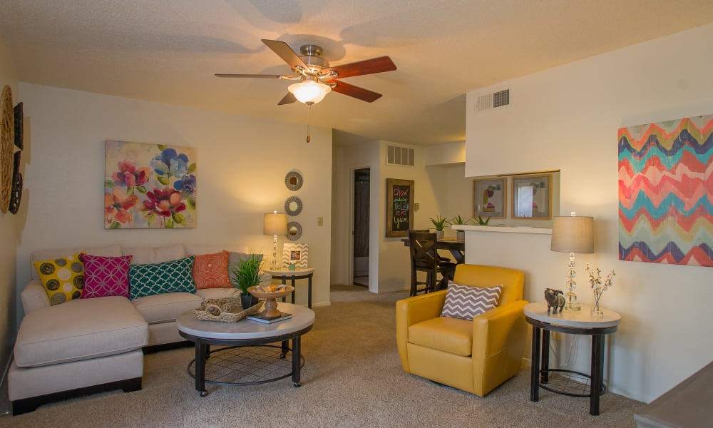 An open apartment floor plan at Cimarron Trails Apartments in Norman, OK