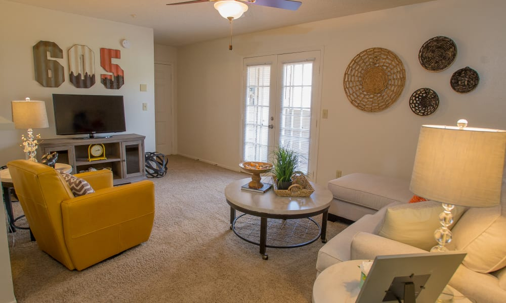 An apartment living room at Cimarron Trails Apartments in Norman, OK