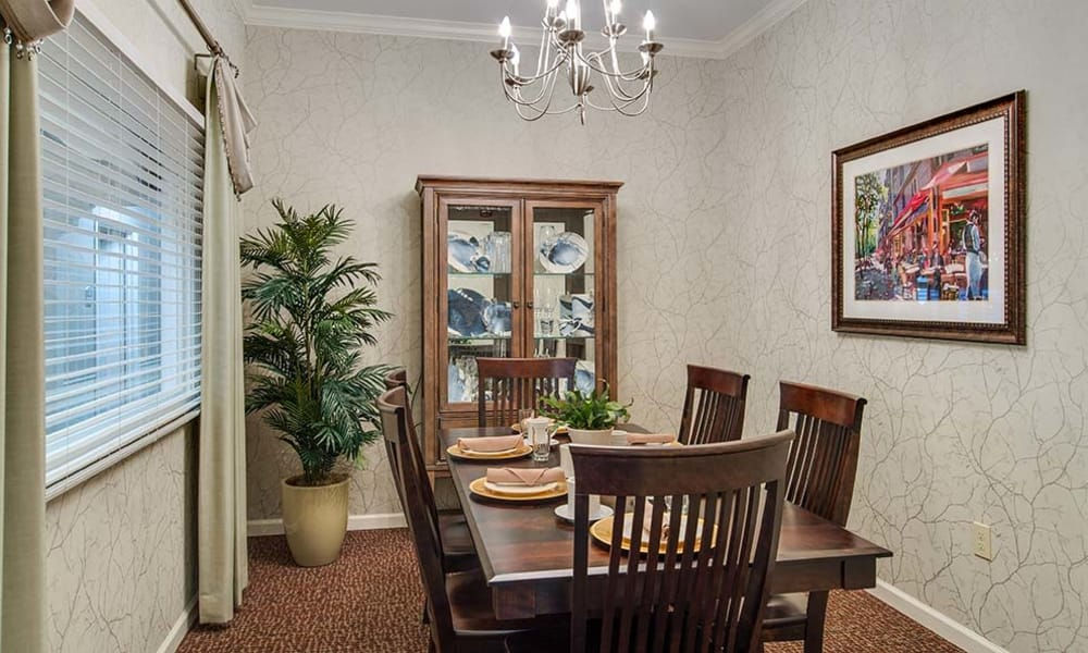 Family dining room at Hickory Gardens in Madison, Tennessee
