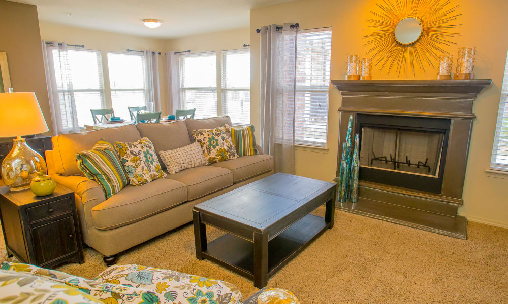 Icon at Norman offers a spacious living room in Norman, Oklahoma
