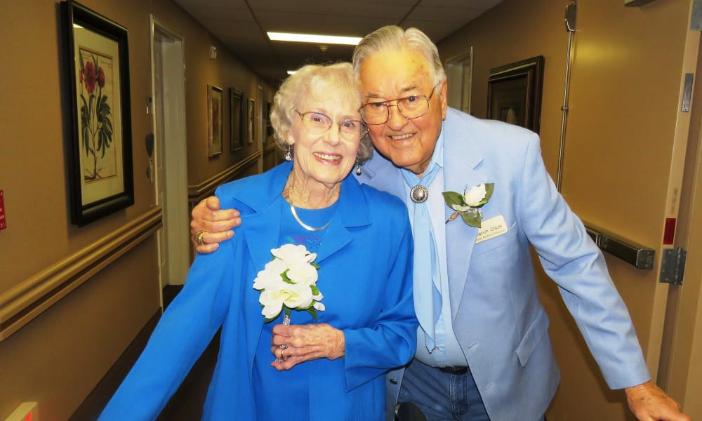 A happy couple posing for a photo at lCottonwood Estates Gracious Retirement Living in Alpharetta, Georgia