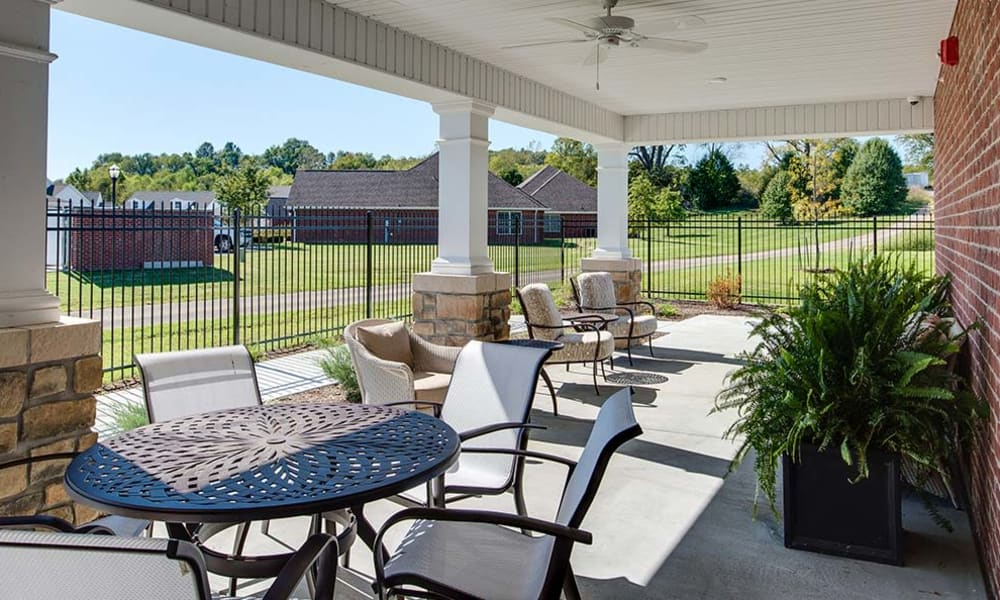 Capetown Senior Living offers a independent living facility with an exterior area sitting space in Cape Girardeau, Missouri