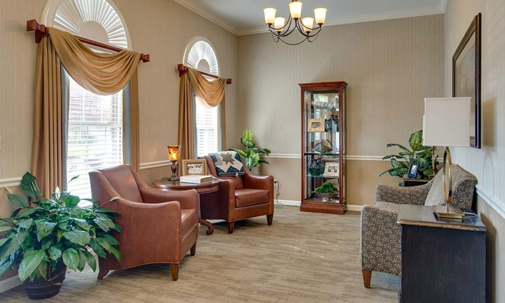 Community lounge with comfortable seating at Autumn Oaks in Manchester, Tennessee