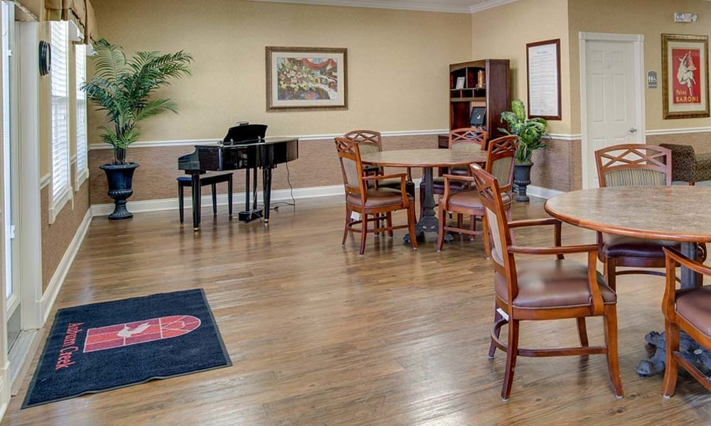 Dining area at the center of Auburn Creek Senior Living in Cape Girardeau, Missouri