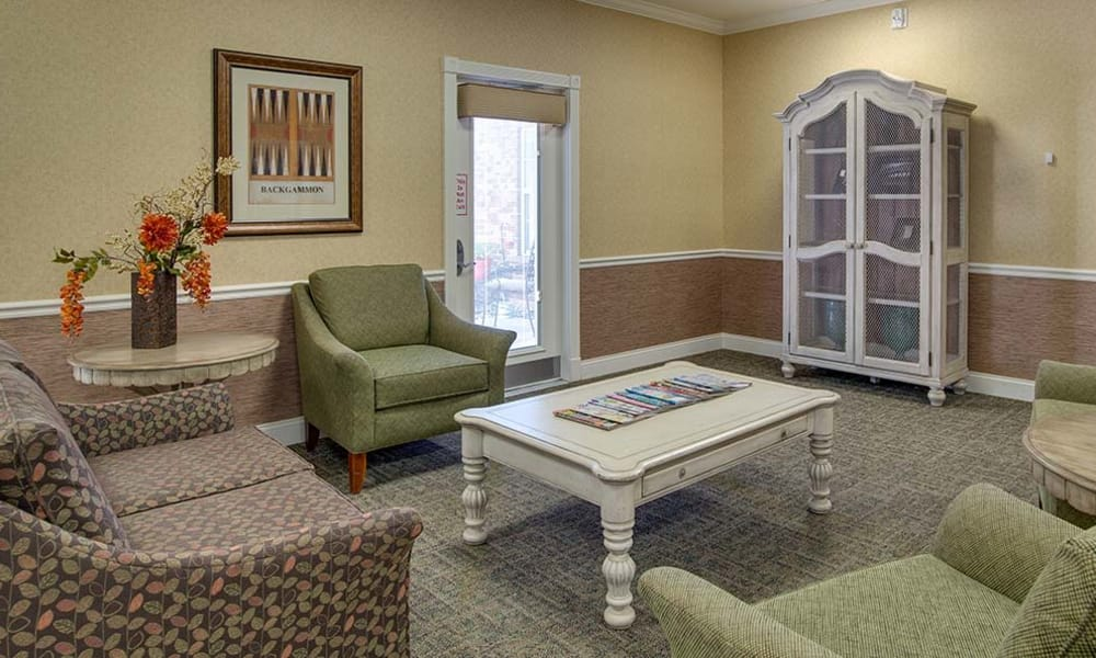 Comfortable seating in the lounge at Auburn Creek Senior Living community in Cape Girardeau, Missouri