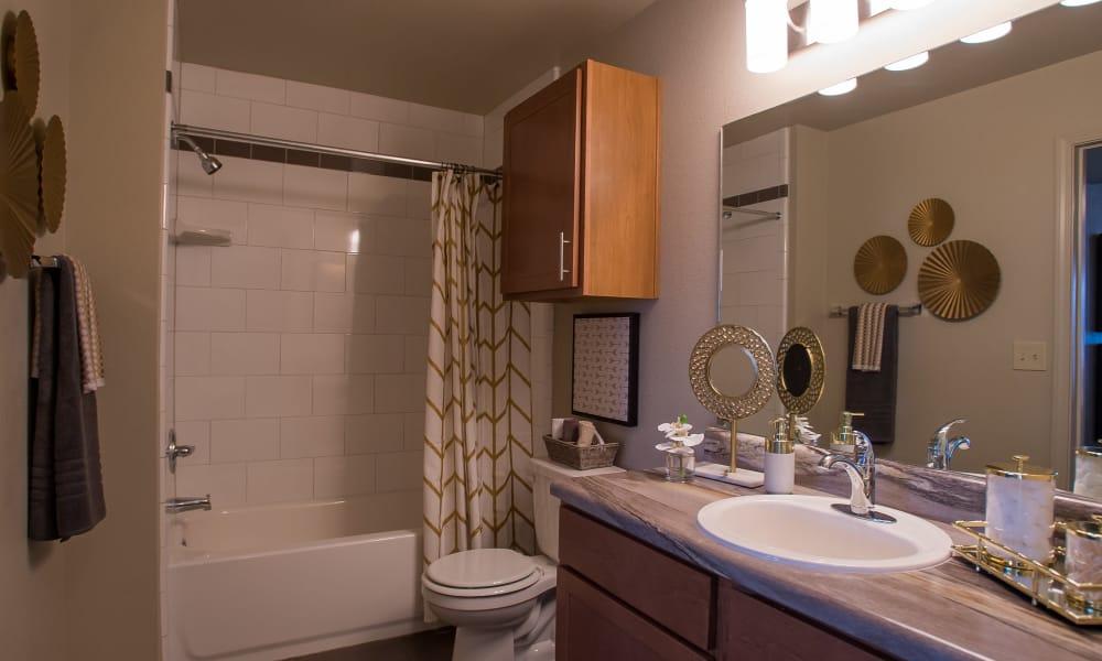 Clean bathroom at Tuscany Ranch in Waco, Texas