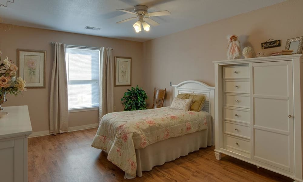 Resident bedroom at Victorian Place of Washington Senior Living in Washington, Missouri