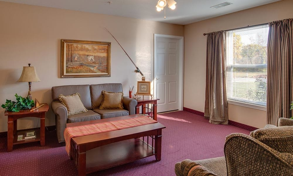 Resident living room at Victorian Place of Washington Senior Living in Washington, Missouri