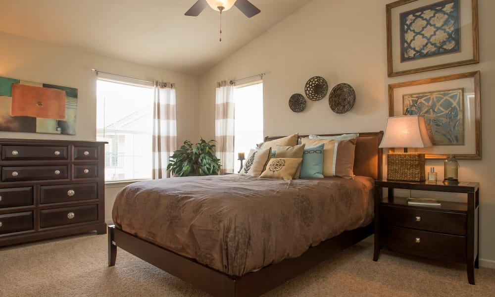 Villas at Stonebridge offers spacious bedrooms in Edmond, Oklahoma