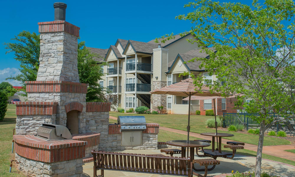Grill access at Villas at Stonebridge's outdoor patio area in Edmond, Oklahoma
